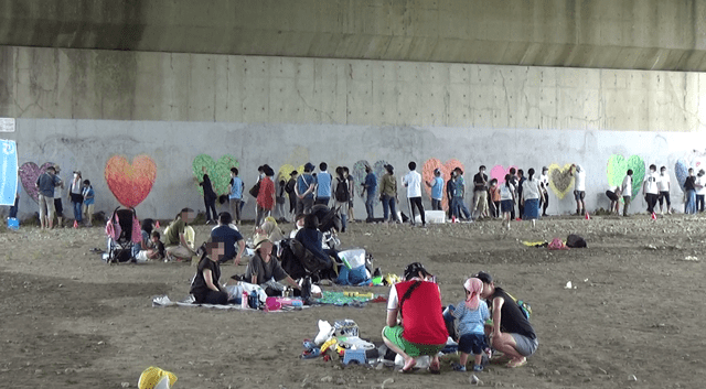 橋脚清掃とハートアート